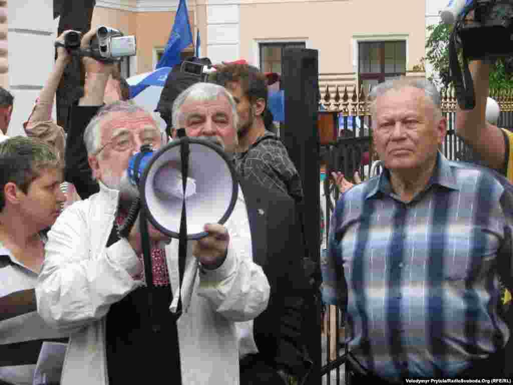 Через судову заборону захід провели як зустріч з депутатом Верховної Ради Криму Леонідом Пилунським.