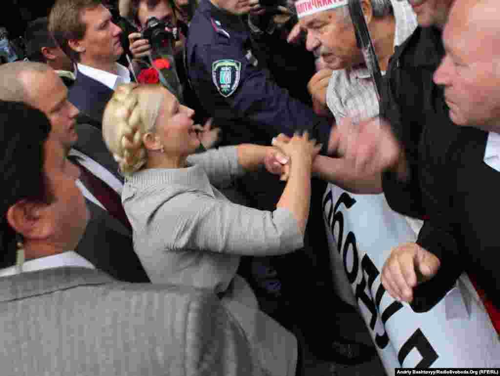 Юлія Тимошенко прибула на засідання Печерського районного суду, Київ, 4 серпня. Photo by Andrii Bashtovyi for Radio Liberty