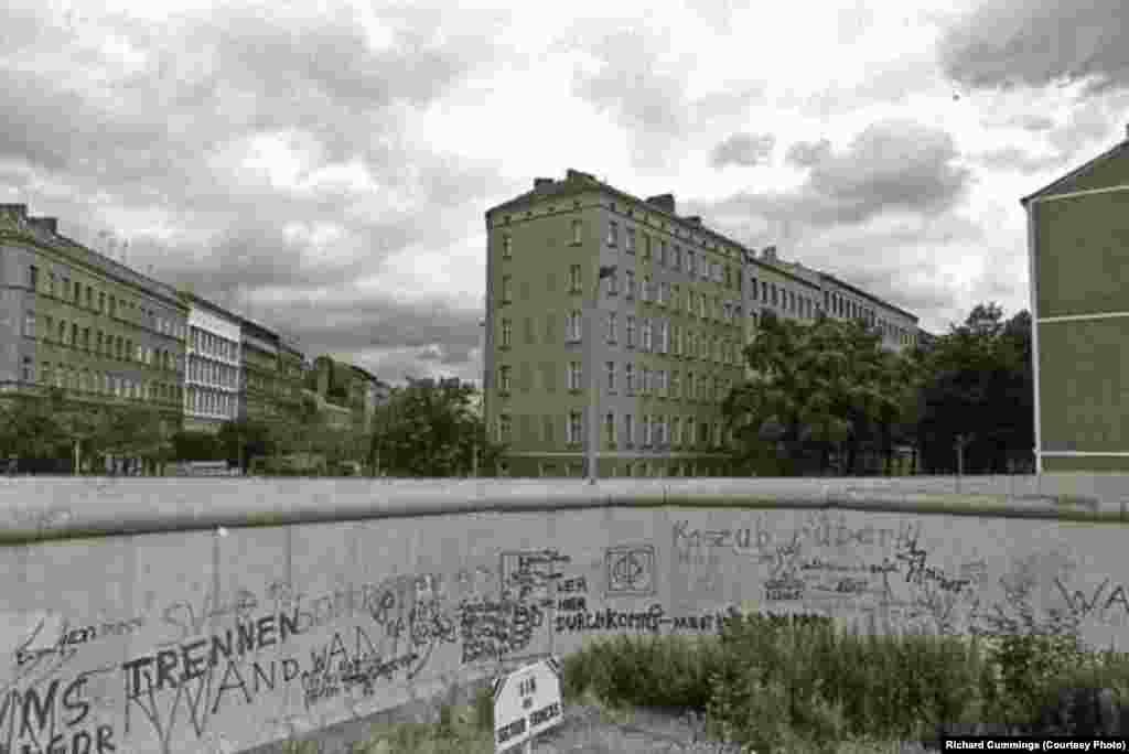 Inscripții și grafitti pe partea vestică a Zidului