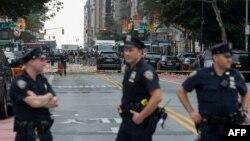 Policët amerikanë në vendin e eksplodimit të bombës në Menhetën të Nju Jorkut