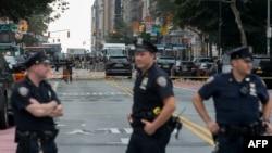 ABŞ-nyň NYPD, FBI, ATF howpsuzlyk agentlikleri partlamanyň bolan ýerinde, Manhattanyň Günbatar 23-nji köçesinde, Nýu Ýork, 18-nji sentýabr, 2016