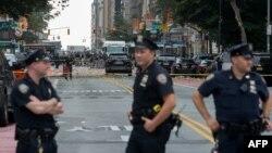 АҚШ полициясы мен федералдық тергеу бюросының қызметкерлері Нью-Йорк көшесінде. (Көрнекі сурет.)
