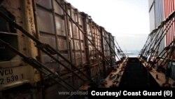 Nava cu deșeuri din Marea Britanie, venită în România sub pavilion olandez, a fost returnată expeditorului. Doi români și un britanic sunt anchetați pentru import-export ilegal de deșeuri