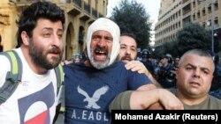 Ozlijeđeni demonstrant nakon sukoba tokom antivladinog protesta u centru Bejruta, 25. oktobar, 2019.