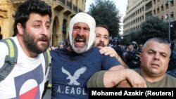 Пострадавший в столкновениях во время акций протеста. Бейрут, 25 октября 2019 года