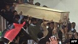 Погребот на поранешната пакистанска премиерка Беназир Буто на 27 декември 2007 година.