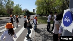 Armenia -- Earth Day 2012 marked in Yerevan. 22APR., 2012