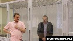 Advokat Andrey Rudenko ve Vasiliy Ganış
