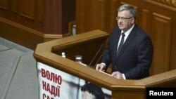 Броніслав Коморовський під час виступу в парламенті України, 9 квітня 2015 року