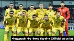 Руслан Малиновський (у другому ряду другий праворуч) напередодні матчу зі Словаччиною