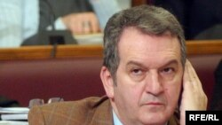 Journalists and the opposition have called for Podgorica Mayor Miomir Mugosa to be fired.