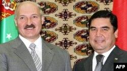 Аляксандар Лукашэнка і Гурбангулы Бэрдымухамэдаў, архіўнае фота
