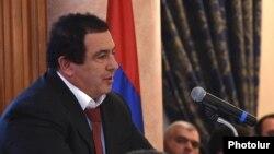 «Բարգավաճ Հայաստան»-ի առաջնորդ Գագիկ Ծառուկյանը ելույթի ժամանակ, արխիվ