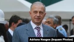 Mircea Geoană a intrat în diplomație odată cu 1990, iar cea mai înaltă funcție pe care o atinsese în acest domeniu până acum era cea de ministru de externe, între 2000 și 2004.