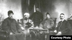 Думадагы төрки депутатлар, уңнан беренче - Габдеррәшид Ибраһим, 1907