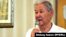 Оппозициялық саясаткер Серікболсын Әбділдин.