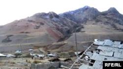 2008-жылы октябрда Алай районундагы Нура айылы жер титирөөдөн бүтүндөй кыйрап калган