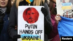 Belgium -- People gather outside an European Union emergency foreign ministers meeting to protest against Russian troops in Ukraine, in Brussels, March 3, 2014