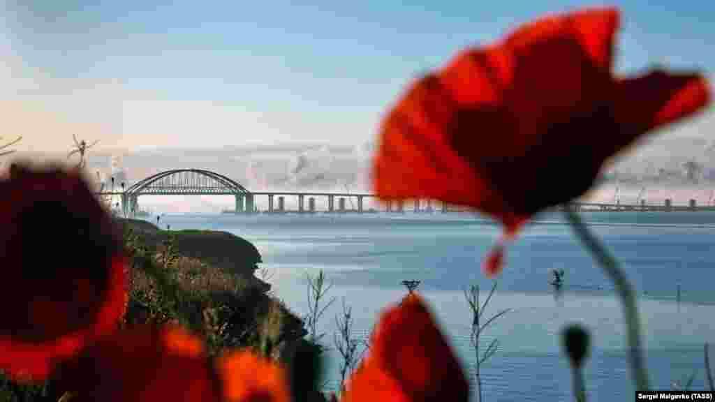 Вид на Керченський міст