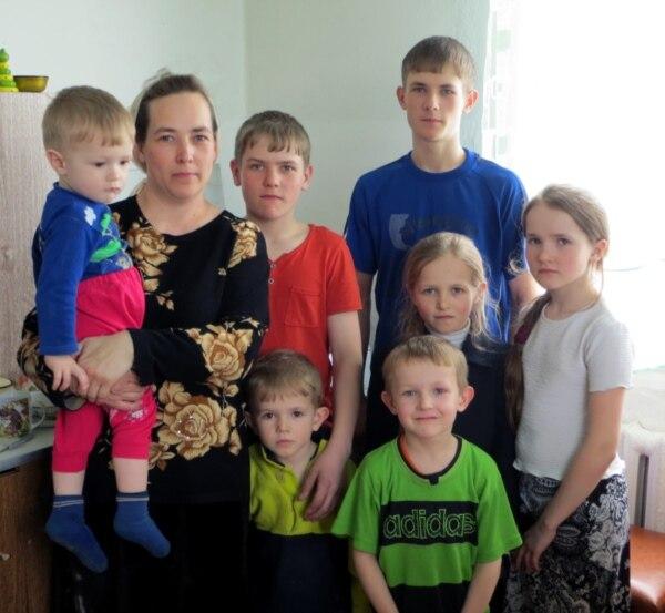Галина Голованенко, жена Сергея Голованенко, вместе со своими детьми. Фото с сайта Voiceofsufferers.org.