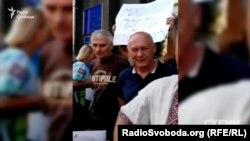 Під приміщенням, де на конкурсі обирали голову Миколаївської ОДА, зібрався невеличкий пікет