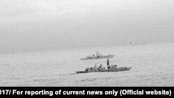 Anija e Marinës britanike e ka përcjellur një luftanije ruse në Detin Verior