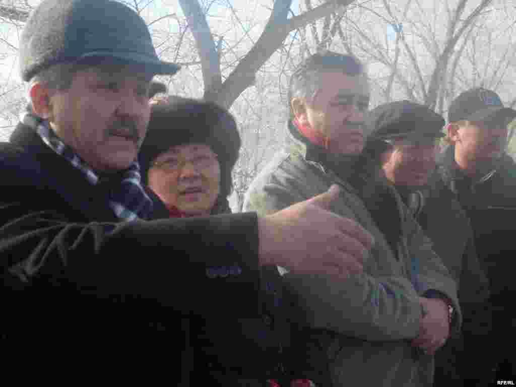 "Оппозиция лидерлери Таласта эл менен жолугушууда - Kyrgyzstan - leader of opposition party ""Ata Meken"" Omurbek Tekebaev during the meeting with local population of Talas region. 16Jan2009"