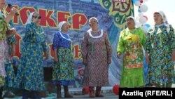 "Түбән Тәүде районының ""Саз"" фольклор ансамбле чыгыш ясый"