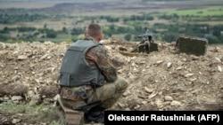 Украински војник во регионот Доњецк