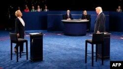 Birleşen Ştatlaryň Demokratik partiýasynyň kandidaty Hillari Klinton we onuň Respublikan partiýasyndan bäsdeşi Donald Trump.