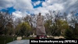 Памятник Исмаилу Гаспринскому в Симферополе