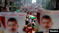 Марш сторонников смещенного президента Мухаммеда Мурси в Каире, 30 июля 2013 года.