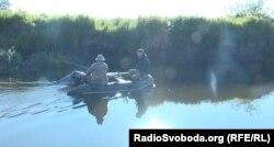 Річка посеред українсько-білоруського кордону