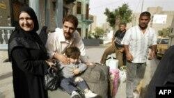 عائلة عراقية تعود الى بغداد في تشرين الثاني عام 2007 بعد أن غادرت البلاد بسبب العنف الطائفي.