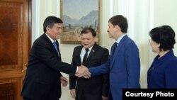 Сооронбай Жээнбеков, спикер Дастан Джумабеков, премьер-министр Сапар Исаков, председатель Верховного суда Айнаш Токбаева