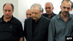 Экс-президент Аяз Муталлибов (в центре), Баку, 9 августа 2011