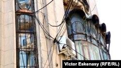 """Imagine din exteriorul Palatului Cantacuzino, Muzeul Național """"George Enescu"""", UCMR"""