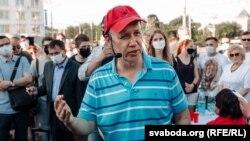 Патэнцыйны кандыдат у прэзыдэнты Валер Цапкала на зборы подпісаў у Віцебску, 8 чэрвеня 2020 году