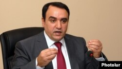 Armenia - Orinats Yerkir party leader Artur Baghdasarian gives a press conference in Yerevan, 25Apr2014.