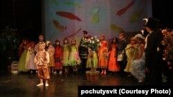 Прем'єра вистави у Театрі юного глядача у Києві (фото проекту «Почути світ»)