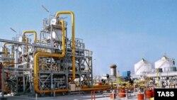 Туркменистан -- Газо-компресорна станція на нафто-газовому родовищі у Корпеджі, 2005 р.