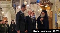 ولادیمیر پوتین در سفرش به سوریه با بشار اسد رئیس جمهور سوریه دیدار کرد.
