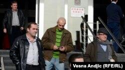 """Neki od pripadnika """"Šakala"""" ispred zgrade suda, u Beogradu, februar 2014."""
