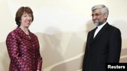 Катрін Аштон (ліворуч) та іранський представник Саїд Джалілі перед початком переговорів в Алмати, 05 квітня 2013 року
