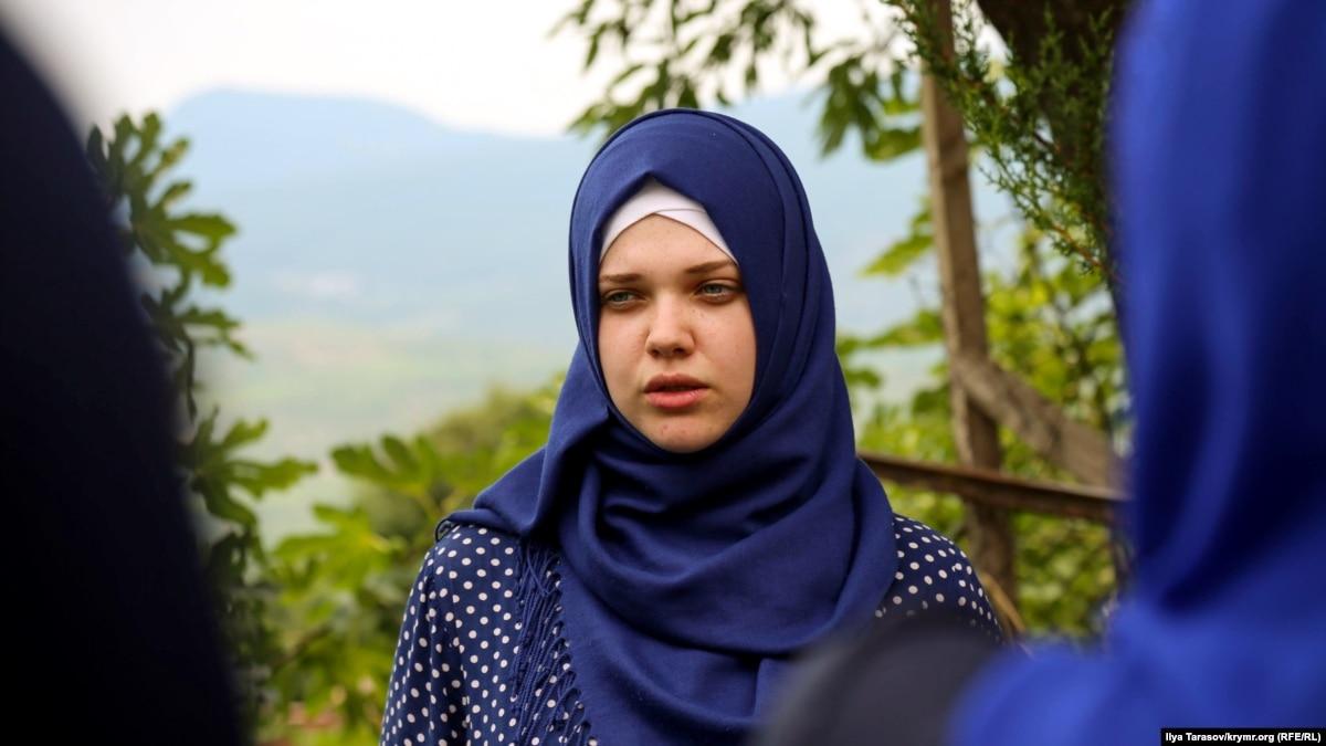 Кримськотатарську активістку Алієву відпустили з відділення поліції в Армянську – адвокат