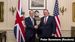 Шефовите на дипломатиите на Британија и на САД, Рааб и Помпео
