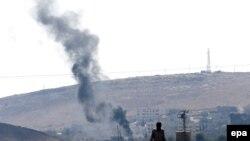 دخان يتصاعد من مبان في مدينة كوباني