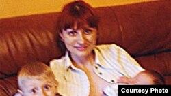 Наталья Воронцова со своими детьми Ваней и Димой