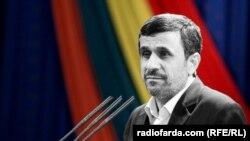 الرئيس الايراني المنتهية ولايته محمود احمدینژاد