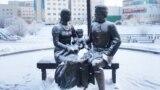 Памятник Семену Дежневу и его семье. В Якутске его называют памятником первому сахаляру